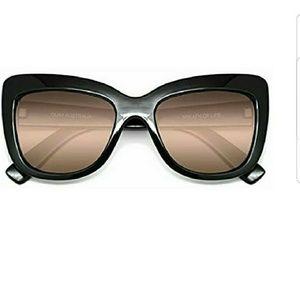 Quay breath of life sunglasses NEW black w/case